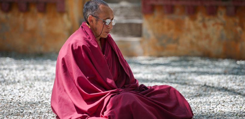 """18 reguli de viață de la """"cel mai ZEN om de pe pământ"""" – Dalai Lama"""
