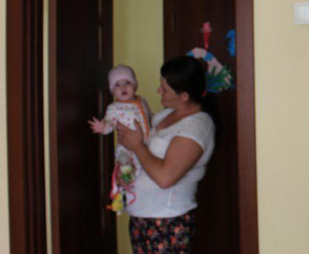 Violența a făcut-o să fugă deseori de acasă! Viorica vrea acum un viitor luminos pentru copilul ei (Foto)