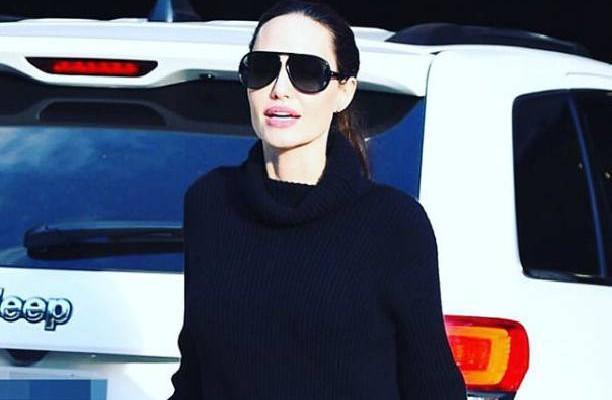 A îmbrăcat o rochie scurtă și a șocat! Picioarele Angelinei Jolie sunt extrem de slabe (Foto)