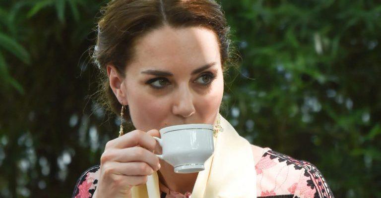 Patru reguli absurde pe care trebuie să le respecte Prințesele, Ducesele și Regina