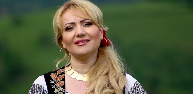 """Adriana Ochișanu a cântat în premieră piesa """"Cu inima mea, nu te poți juca"""", realizată în colaborare cu Eugenia Carabut (Video)"""
