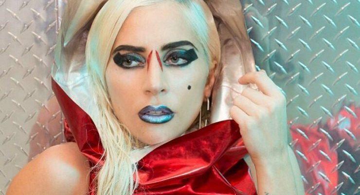 Lady Gaga, într-o ținută inedită pentru Anul Nou. A ales o piesă vestimentară din hârtie
