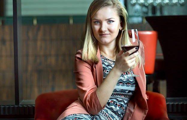 Profa de vin, Anastasia Sărătură – de la chelner în Dubai, la sommelier internațional (Video)