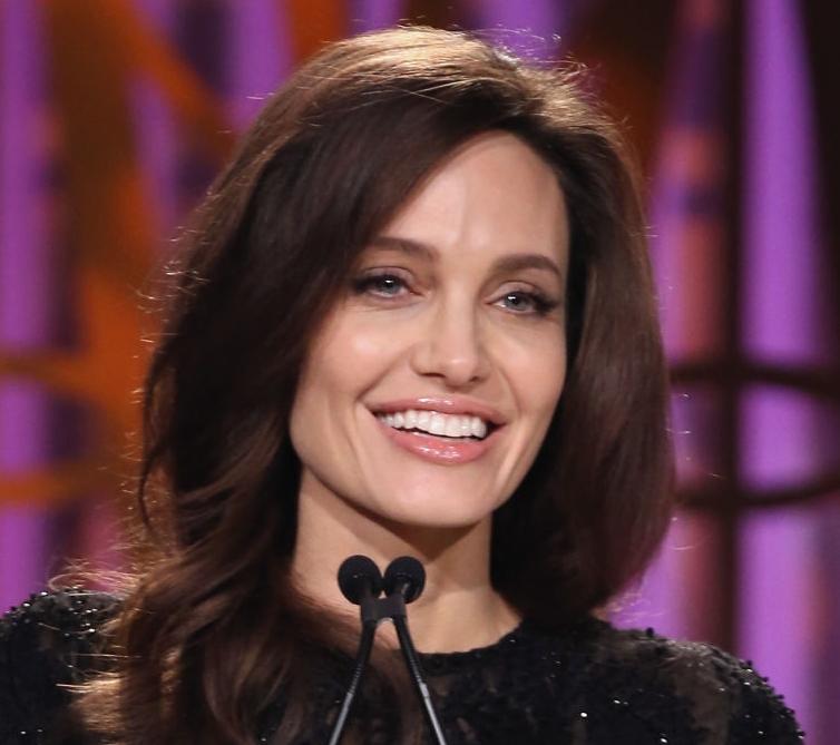Angelina Jolie, naturală la un eveniment! Actrița a demonstrat încă odată cât de superbă poate fi (Foto)