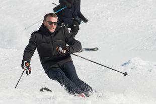 Emmanuel şi Brigitte Macron, la schi în Pirinei. Reacţia turiştilor la vederea cuplului prezidenţial francez (Foto)