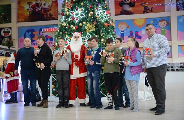 """Zâmbete de fericire la orfelinatul Orfeus! Copilașii au avut parte de o zi memorabilă datorită campaniei """"Fii Moș Crăciun tot anul împrejur""""!"""