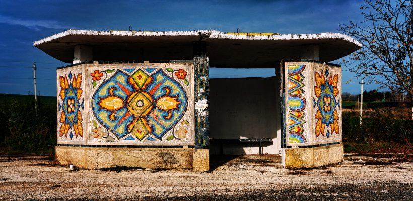 """Fotograful Eugeniu Marițoi, vânător de stații auto în mozaic: """"Dacă aveți o stație frumoasă în sat, aștept invitații la hram"""""""