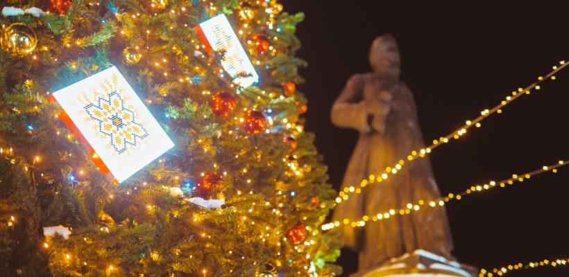 Atmosferă de poveste la Orhei – centrul oraşului împodobit cu mii de ghirlande şi decoraţiuni de iarnă (Galerie Foto)