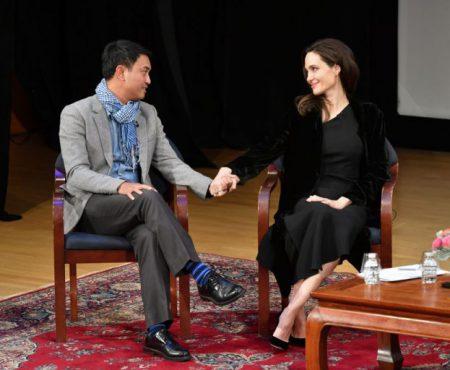 Angelina Jolie, în lacrimi la un eveniment! Vezi ce a emoționat-o pe actriță (Foto)