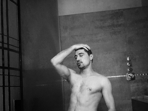 Dima Bilan s-a pozat în duș! Pozele care au bucurat multe femei (Foto)