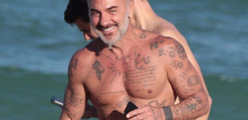 Gianluca Vacchi a fost surprins în compania unei noi domnișoare! Cei doi au petrecut timpul la plajă (Foto)