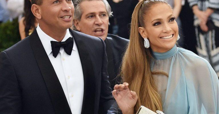 Ca o adevărată familie! Jennifer Lopez și Alex Rodriguez au împodobit bradul împreună (Foto)