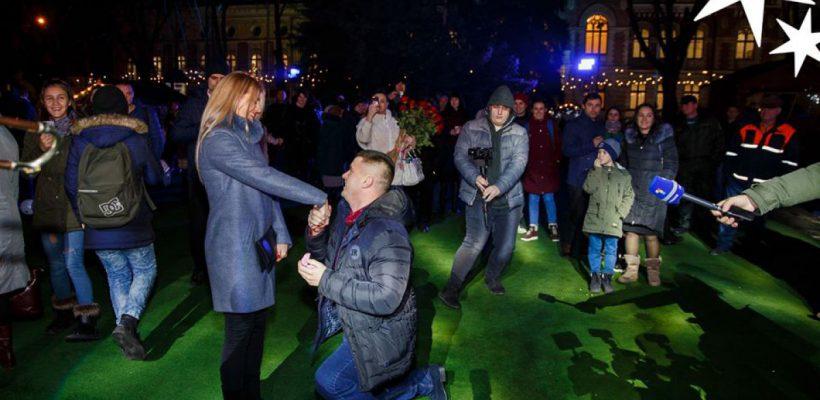 Cerere în căsătorie la târgul de Crăciun din Chișinău (Foto)