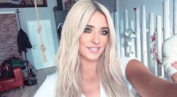 Antonia renunță la părul brunet? Interpreta se vrea blondă (Foto)