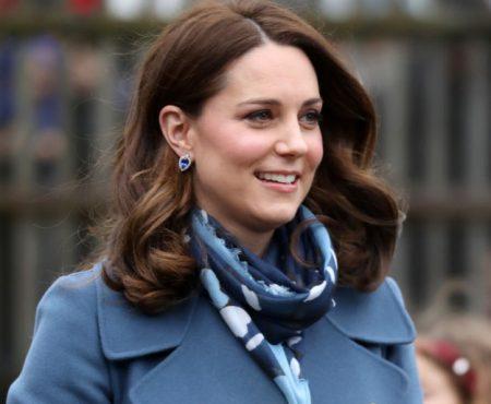 Ducesa de Cambridge, superbă în albastru din cap până în picioare!