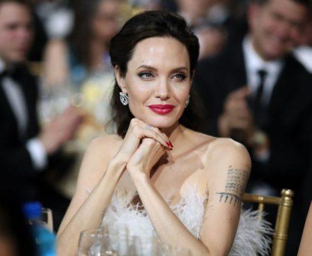 Angelina Jolie a făcut ravagii cu această apariție! Actrița a purtat o creație superbă la Critics` Choice Awards!