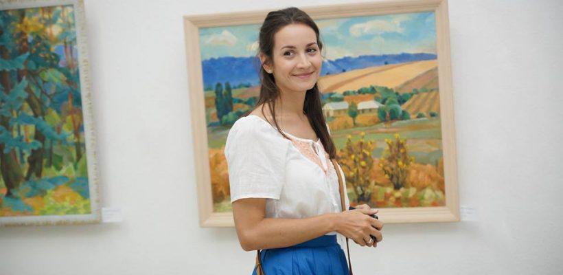 O tânără de la Facultatea de Grafică impresionează: a lansat o carte-poveste, ilustrată chiar de ea (Foto)