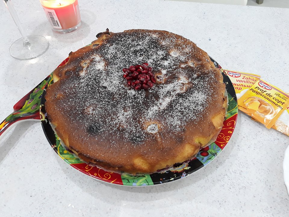 Cornelia Ștefăneț a gătit chec cu nuci și vișine după o rețetă unică (Video)