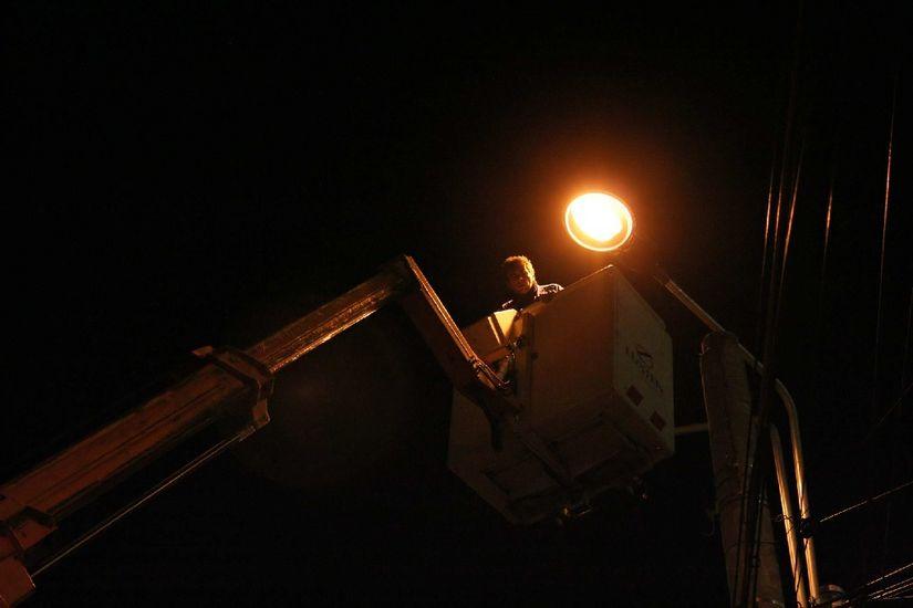 O locuitoare a capitalei a cerut lumină pe o stradă și…i s-a dat!