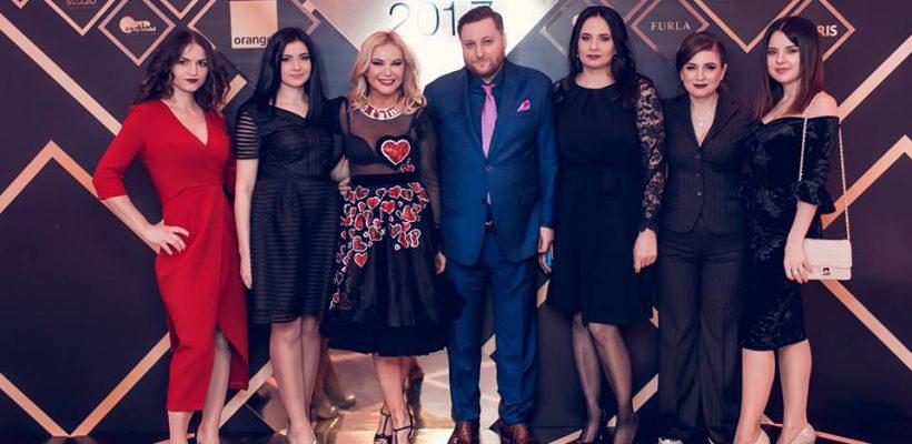 """Cum s-au îmbrăcat vedetele la gala """"Omul Anului 2017"""" (Foto)"""