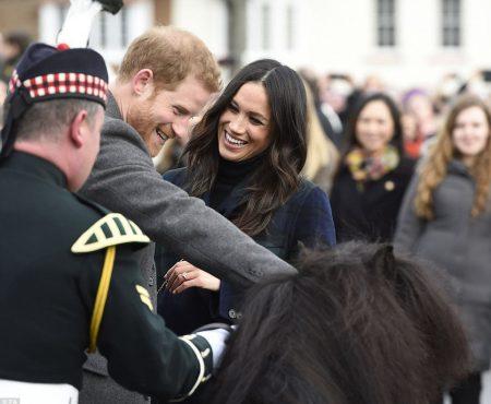 Meghan Markle este foarte îndrăgită de simpatizanții regali! Fosta actrița, la prima vizită în Scoția (Foto)