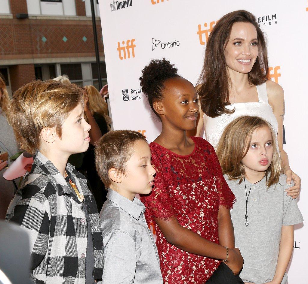 """Ea este foarte feminină, iar fiicele ei adoptă un stil androgin! Angelina Jolie: """"Oricine poate purta o rochie și machiaj"""""""