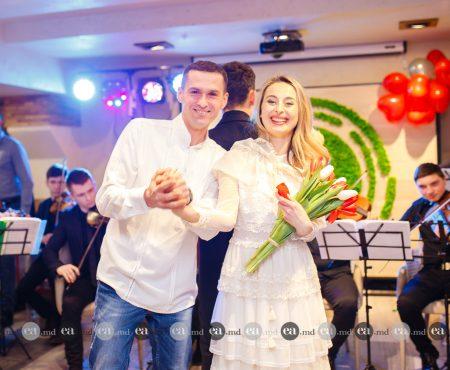 Cerere în căsătorie la un eveniment de modă, cu ocazia Zilei Îndrăgostiților. Vezi detalii și poze