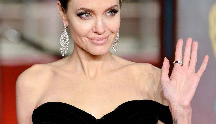 Angelina Jolie este îndrăgostită de rochiile negre! Actrița a mai bifat o apariție încântătoare la premiile BAFTA