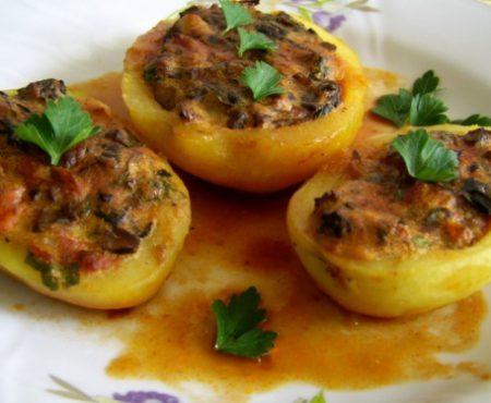 Cartofi umpluți cu ciuperci, la cuptor – deliciul care poate fi gata în 30 de minute!