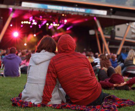 Romantismul va pluti în aer. 7 concerte la care poți să-ți inviți jumătatea de Dragobete!