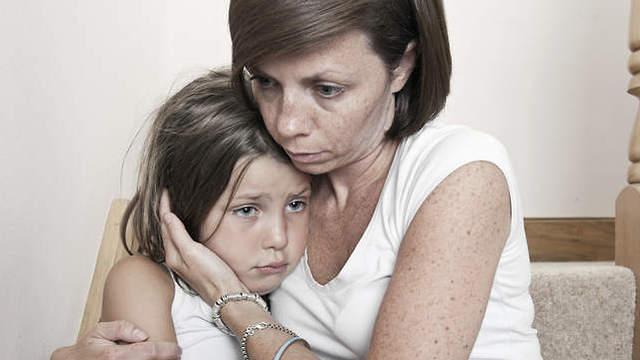 """Împlică-te în campania """"Adoptă O Mamă"""" și ajută o femeie ce își crește singură copiii"""