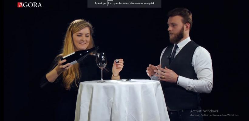 Cum să decandezi vinul fără decanter? Profa de vin te învață (Video)