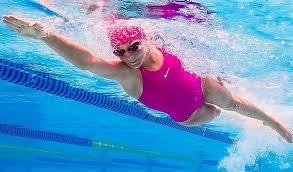 pierde în greutate în piscină)